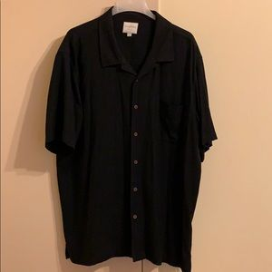 Men's short sleeved button down.